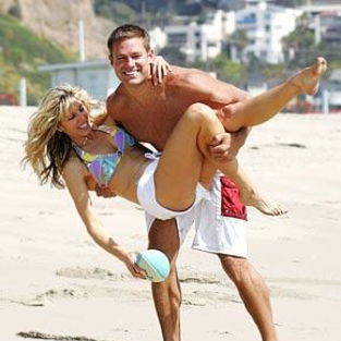 Andy Baldwin, Marla Maples Canoodle on Beach