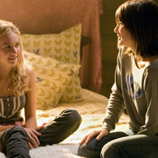 Life UneXpected: Episode Stills from Series Premiere
