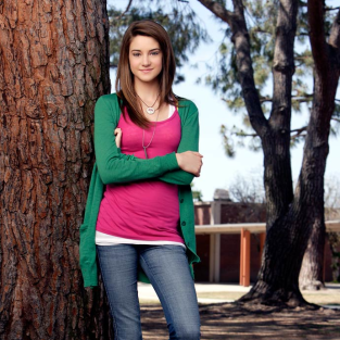 Shailene Woodley Looks Ahead, Behind on The Secret Life of the American Teenager