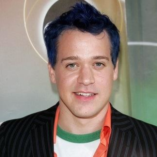 T.R. Knight to Return For a Full Season