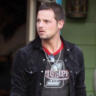 Justin Chambers Takes the Family on Outing