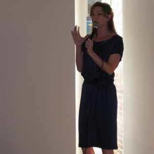 Ellen Pompeo Speaks at Fundraiser