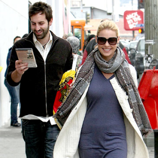 Katherine Heigl Smiles, Walks with Hubby