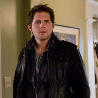 An Exclusive Interview with Life Unexpected Star Kristoffer Polaha