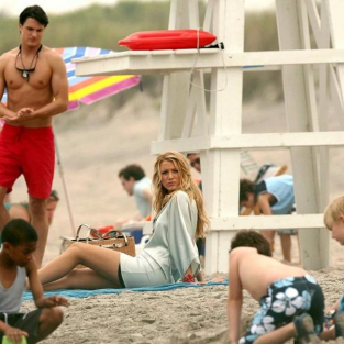 Hot Gossip Girl Photo: Hunky Lifeguard Action!