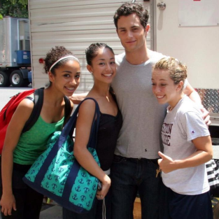 Penn Badgley Swarmed By Teen Fans