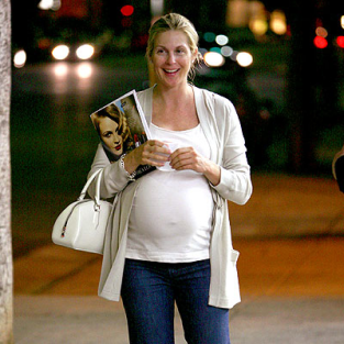 Kelly Rutherford Looks Happy, Very Pregnant