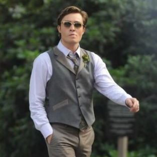 Gossip Girl Spoilers: Chuck Kissing (Gulp) a Dude