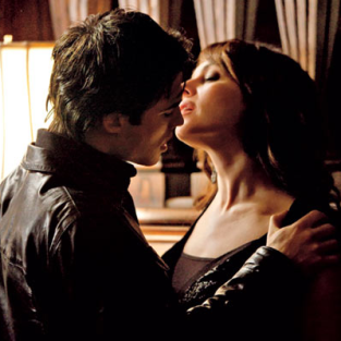 Hot Hook-Up: The Vampire Diaries First Look