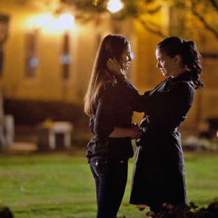 A Vampire Diaries Reunion, First Look: Elena and Isobel