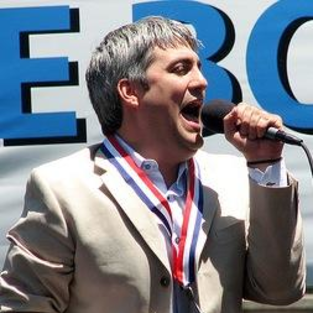 An Interview with Taylor Hicks