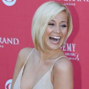Kellie Pickler on Touring, Jordin Tootoo and More