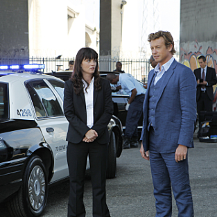"The Mentalist Season Three Premiere Pics: ""Red Sky at Night"""