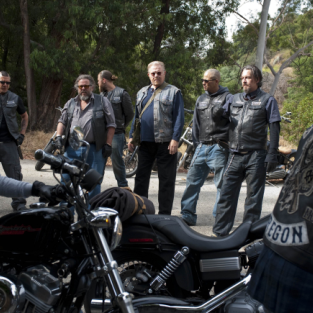 "Sons of Anarchy Review: ""Turning and Turning"""