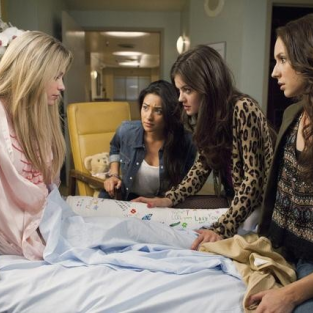 "Pretty Little Liars Review: ""Moments Later"""