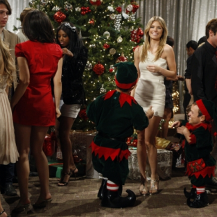 "90210 Picture Gallery: ""Holiday Madness"""