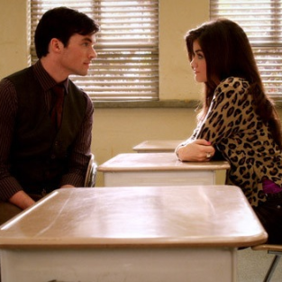 Pretty Little Liars Spoilers: Aria and Ezra Will ...