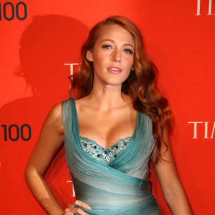 OMG: Blake Lively Colors Her Hair Red!