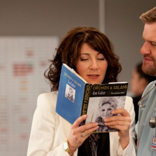 "Nurse Jackie Review: ""Orchids and Salami"""