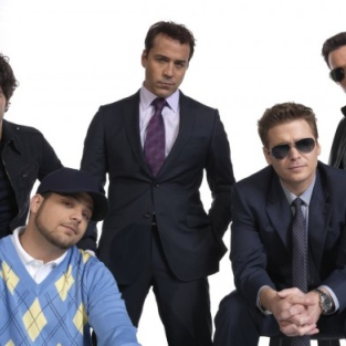 Entourage Season 8 Spoilers: Johnny Galecki, Johnny the Gorilla and More