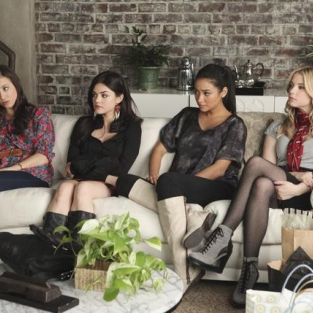 Pretty Little Liars Season Two Premiere Review: Romance & Mystery