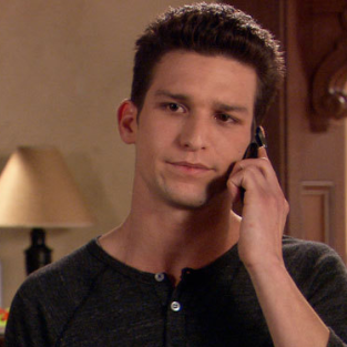 "The Secret Life of the American Teenager Review: ""One Foot Out the Door"""