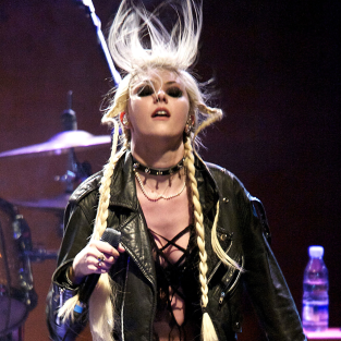 Taylor Momsen Performs Pretty Reckless Songs, Lap Dances in Spain