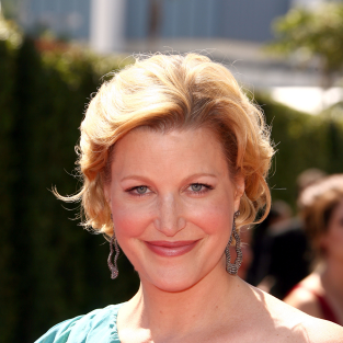 Anna Gunn and Jacki Weaver Cast on Fox Adaptation of Broadchurch