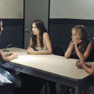 Pretty Little Liars Finale Spoilers: The Returns Of...