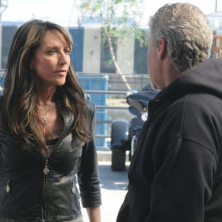 Katey Sagal to Guest Star on Glee As...