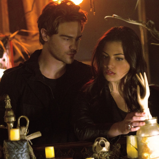 Grey Damon Conjures Up What's to Come on The Secret Circle