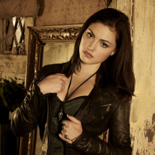 Kevin Williamson Teases Phoebe Tonkin on The Vampire Diaries, Confirms End of The Secret Circle