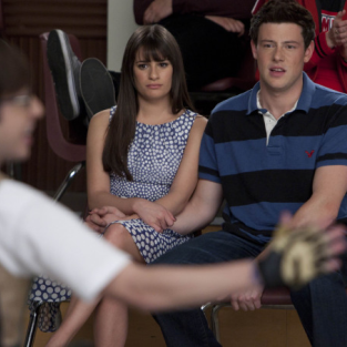 Glee Spoilers: The Attack of Prom-asaurus!