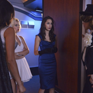 Pretty Little Liars Review: Masked Strangers on a Train