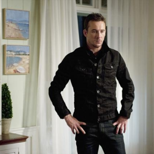 Barry Sloane Promoted to Revenge Series Regular