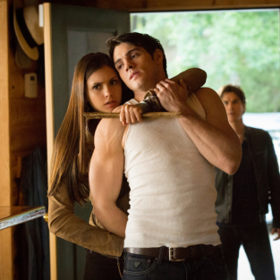 The Vampire Diaries Christmas Photos: Trouble for Jeremy?