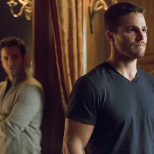 Stephen Amell Previews Return of Arrow: Flashbacks, Gadgets, Love Triangles and More!
