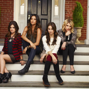 Pretty Little Liars Season 4: First Promotional Photo!