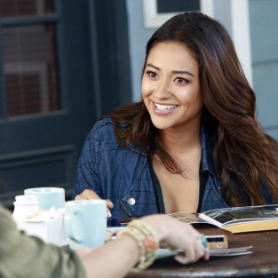 "Pretty Little Liars Exclusive: Shay Mitchell on Spencer Tension, ""Insane"" Episode to Come and More!"