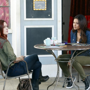 Pretty Little Liars Review: Learning to Lie