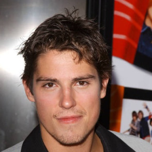 Sean Faris Lands Recurring Role on The Vampire Diaries