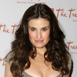 Idina Menzel Lands Recurring Role on Glee!