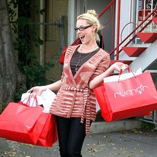Katherine Heigl Enjoys Retail Therapy