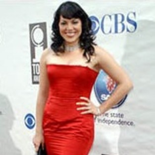Sara Ramirez Signs Record Contract