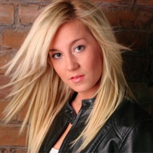 Kellie Pickler Signs Record Contract