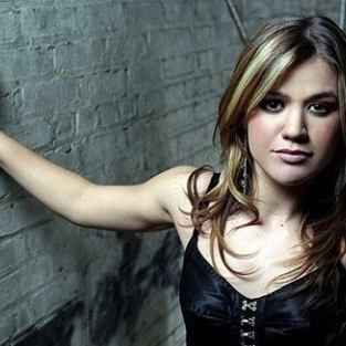 Kelly Clarkson Forced to Scrap New Album