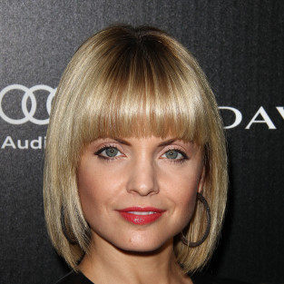 Mena Suvari to Play Dead on American Horror Story
