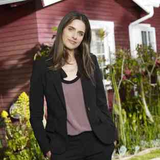 Amanda Peet to Befriend Alicia on The Good Wife