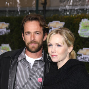 Jennie Garth and Luke Perry to Reunite for New Sitcom?!?