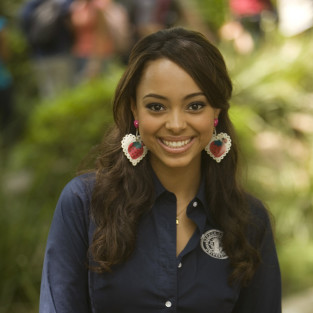 Amber Stevens Cast on 90210 as Foil for Naomi